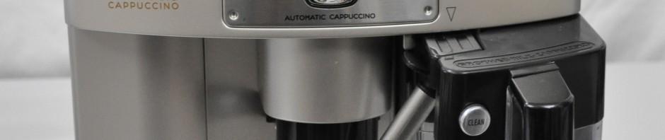 Kaffemaschine mit Latte Macchiato Glas